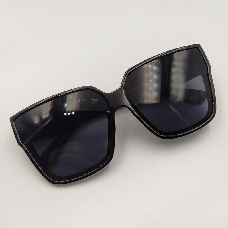 Женские солнцезащитные очки 037
